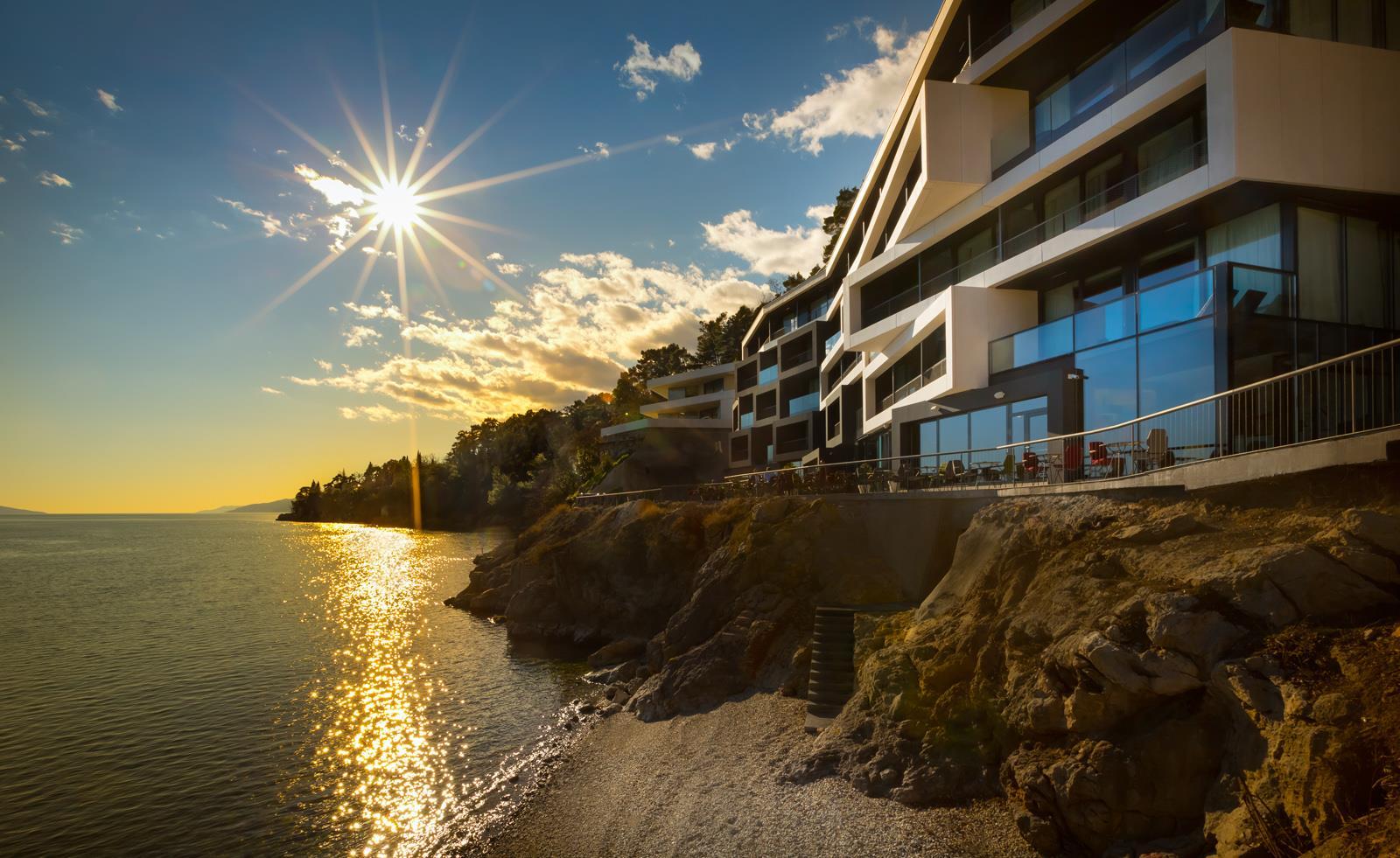 Preluk design hotel navis webcams opatija for Design hotels am meer